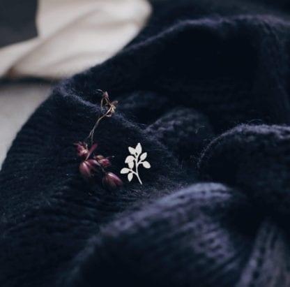 Pin's émaillé – Branche argentée