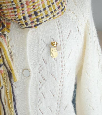 Broche rêveuse – Moutarde